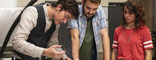 Netflix tháng 4: Thần Sấm Chris Hemsworth có bom tấn hành động, dòng phim gia đình lên ngôi giữa thời điểm ai cũng đang ở nhà - Ảnh 4.