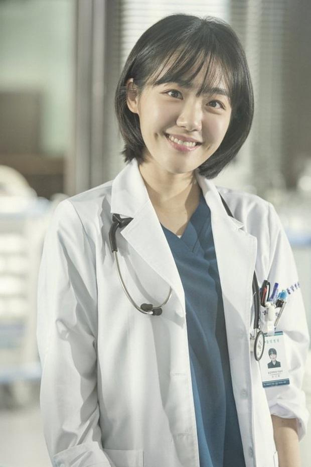 8 diễn viên phụ nổi bật phim Hàn đầu 2020: Kwon Nara gây tranh cãi dữ dội, chị đẹp Triều Tiên rút cạn nước mắt dân tình - Ảnh 5.