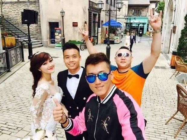 Hé lộ bộ ảnh cưới khiến Cao Xuân Tài mất đi nụ hôn đầu, cô dâu cài làm hình nền nhưng không quên đính chính! - Ảnh 11.