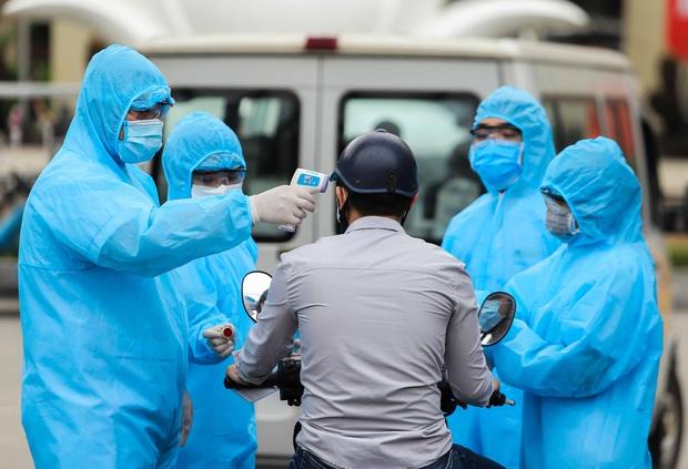 Đưa cơm đến các khoa phòng ở BV Bạch Mai suốt 2 tháng nhưng khai báo vòng vo, ca nhiễm Covid-19 thứ 178 khiến nhiều người phải cách ly - Ảnh 1.