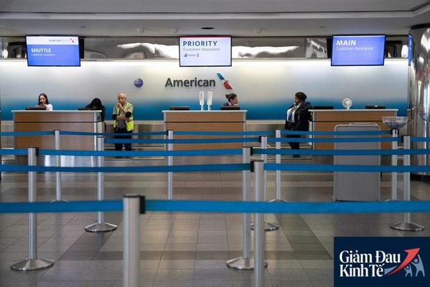Thảm cảnh của hãng hàng không lớn nhất nước Mỹ: Số máy bay đắp chiếu lớn chưa từng có, các giám đốc nỗ lực từng giây để công ty duy trì hoạt động - Ảnh 2.