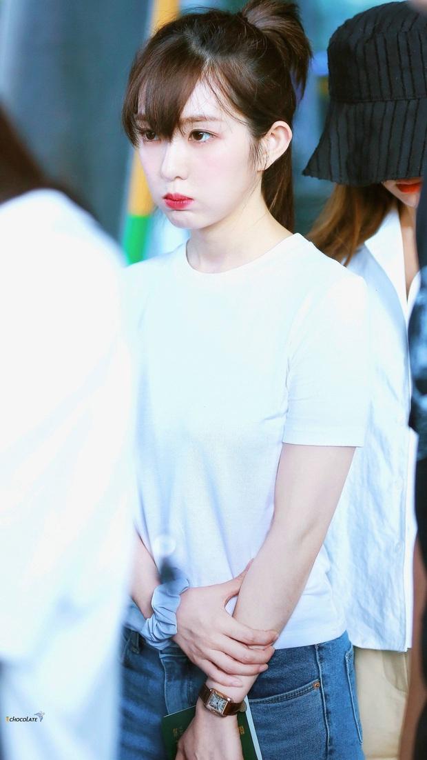 Không cần cầu kỳ cho mệt thân, Irene cứ diện hoài áo phông đơn giản mà vẫn sành điệu khỏi bàn - Ảnh 3.