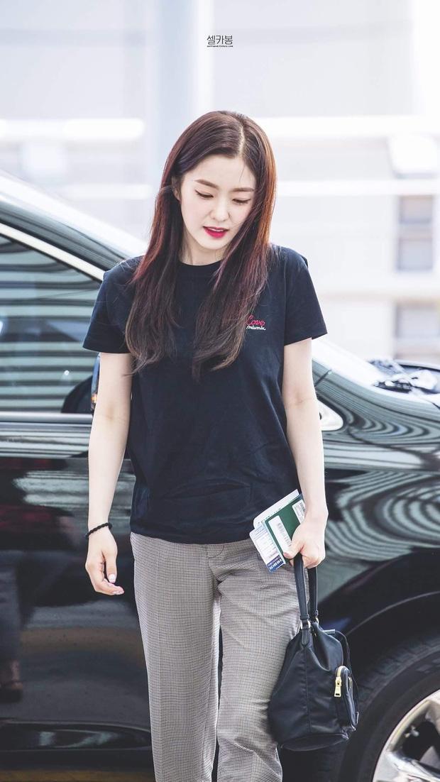 Không cần cầu kỳ cho mệt thân, Irene cứ diện hoài áo phông đơn giản mà vẫn sành điệu khỏi bàn - Ảnh 4.