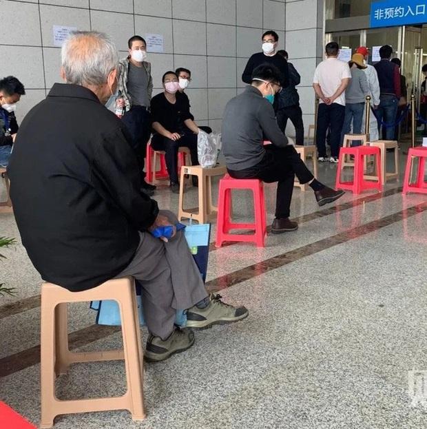 Hàng ngàn bình tro cốt chuyển đến nhà tang lễ Vũ Hán  - Ảnh 5.