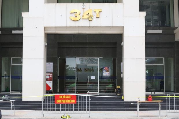 Hà Nội khoanh vùng, khử khuẩn toà nhà 30 tầng ở phố Hoàng Đạo Thuý vì có người nghi nhiễm COVID-19 - Ảnh 2.