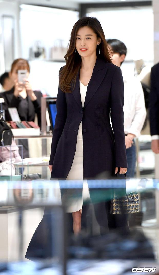 1 năm sau khi thôi việc ở ngân hàng lớn nhất nước Mỹ, chồng gia thế khủng của Jeon Ji Hyun chính thức thành CEO - Ảnh 4.
