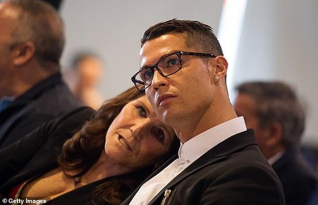 Sốc: Mẹ Ronaldo phải nhập viện khẩn cấp sau cơn đột quỵ - Ảnh 1.