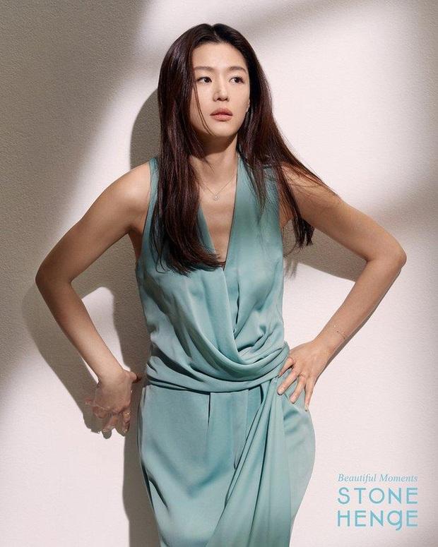 Loạt ảnh chụp vội mợ chảnh Jeon Ji Hyun 20 tuổi đóng quảng cáo giữa đường gây bão MXH: Thảo nào được tôn làm nữ thần! - Ảnh 14.