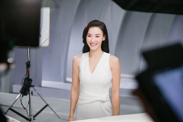 Ảnh hậu trường quảng cáo của Trương Bá Chi khiến dân tình tròn mắt nức nở: Đây là bà mẹ bỉm sữa 3 con sao? - Ảnh 9.