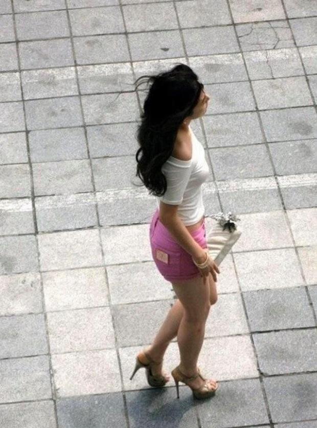 Loạt ảnh chụp vội mợ chảnh Jeon Ji Hyun 20 tuổi đóng quảng cáo giữa đường gây bão MXH: Thảo nào được tôn làm nữ thần! - Ảnh 7.