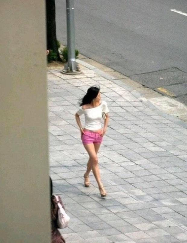 Loạt ảnh chụp vội mợ chảnh Jeon Ji Hyun 20 tuổi đóng quảng cáo giữa đường gây bão MXH: Thảo nào được tôn làm nữ thần! - Ảnh 5.