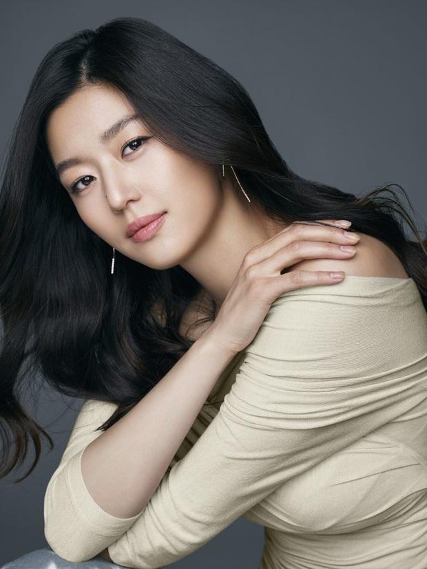 Loạt ảnh chụp vội mợ chảnh Jeon Ji Hyun 20 tuổi đóng quảng cáo giữa đường gây bão MXH: Thảo nào được tôn làm nữ thần! - Ảnh 15.