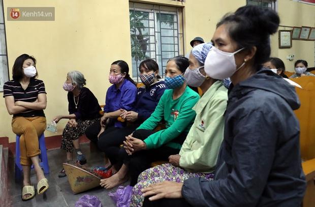 Mỗi người dân ở xã Sơn Lôi nhận 800.000 đồng tiền hỗ trợ sau 21 ngày phong toả - Ảnh 9.
