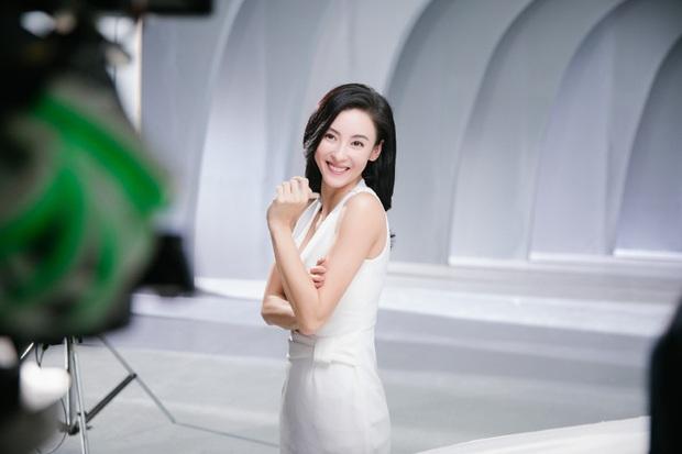 Ảnh hậu trường quảng cáo của Trương Bá Chi khiến dân tình tròn mắt nức nở: Đây là bà mẹ bỉm sữa 3 con sao? - Ảnh 7.