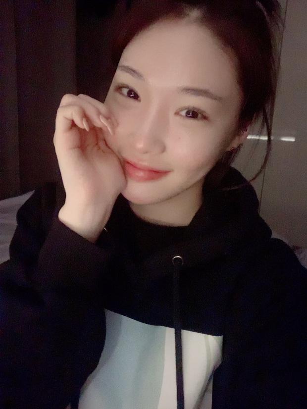 Sau chuỗi ngày im ắng, Chungha đã đích thân livestream lên tiếng về vụ 2 nhân viên bị nhiễm virus COVID-19 - Ảnh 2.