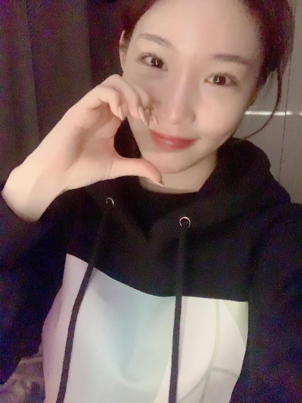 Sau chuỗi ngày im ắng, Chungha đã đích thân livestream lên tiếng về vụ 2 nhân viên bị nhiễm virus COVID-19 - Ảnh 3.
