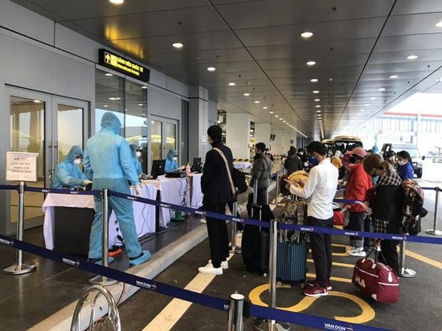 Phòng, chống dịch COVID-19 tại cảng hàng không: Đón các chuyến bay từ Hàn Quốc theo quy định đặc biệt - Ảnh 1.