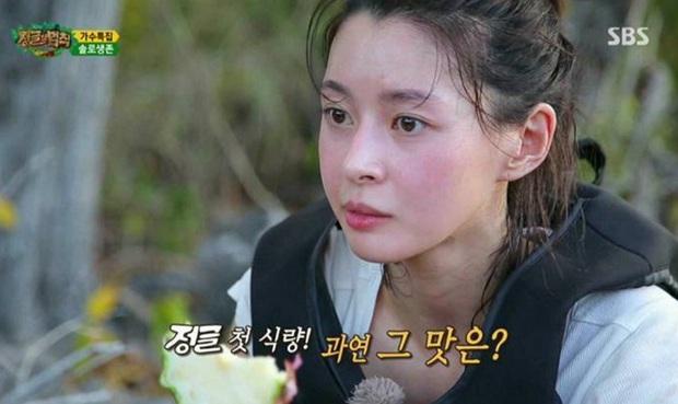 Sốc nặng với mặt mộc đẹp đỉnh cao của ác nữ Kwon Nara, hóa ra toàn bí kíp cây nhà lá vườn đơn giản chứ chẳng khó khăn gì - Ảnh 1.