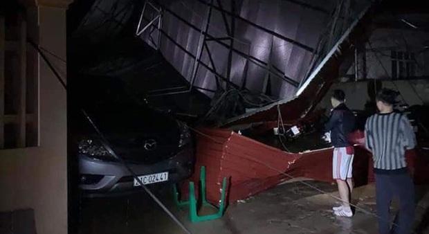 Mưa lốc kinh hoàng ở Yên Bái: Hàng loạt ô tô bị đè bẹp, trên 2.000 nhà tốc mái - Ảnh 1.