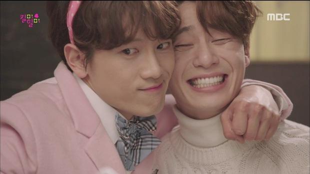 5 màn giả gái thấy cưng trên phim Hàn: Chàng Nokdu đẹp ngất ngây nhưng ám ảnh nhất vẫn là bạn gái Park Seo Joon - Ảnh 2.