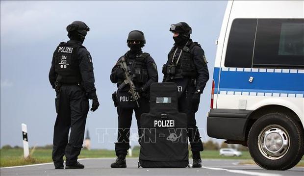 Cảnh sát Đức phá đường dây đưa người Việt bất hợp pháp vào châu Âu - Ảnh 1.