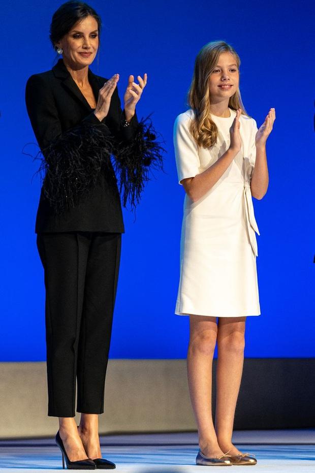 Học ngay 5 tuyệt chiêu diện suit từ nữ nhân mặc suit đẹp nhất giới Hoàng gia - Hoàng hậu Tây Ban Nha Letizia - Ảnh 3.