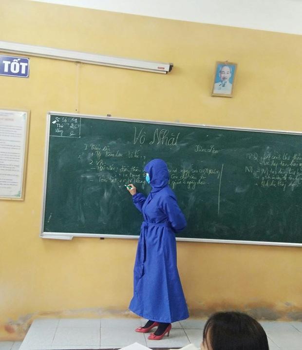 Đi dạy học trong mùa Covid-19, cô giáo cẩn thận phòng dịch theo cách siêu bá đạo, thách thức mọi loại virus bén mảng - Ảnh 3.