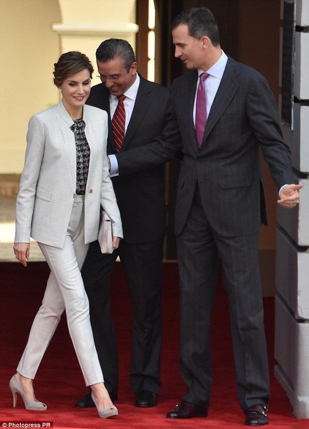 Học ngay 5 tuyệt chiêu diện suit từ nữ nhân mặc suit đẹp nhất giới Hoàng gia - Hoàng hậu Tây Ban Nha Letizia - Ảnh 4.