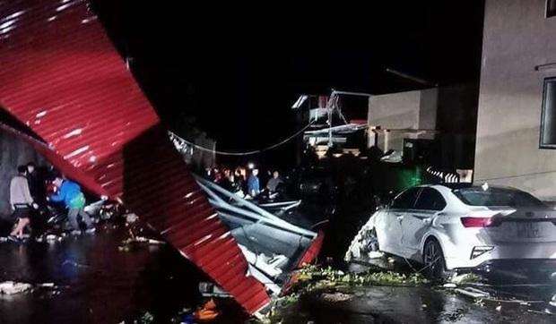 Mưa lốc kinh hoàng ở Yên Bái: Hàng loạt ô tô bị đè bẹp, trên 2.000 nhà tốc mái - Ảnh 5.