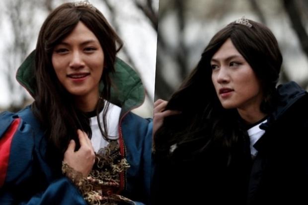 5 màn giả gái thấy cưng trên phim Hàn: Chàng Nokdu đẹp ngất ngây nhưng ám ảnh nhất vẫn là bạn gái Park Seo Joon - Ảnh 9.
