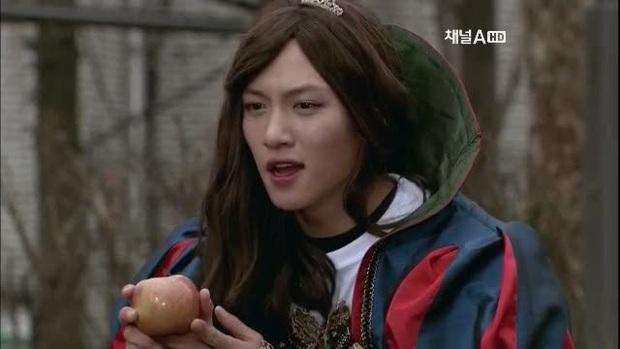 5 màn giả gái thấy cưng trên phim Hàn: Chàng Nokdu đẹp ngất ngây nhưng ám ảnh nhất vẫn là bạn gái Park Seo Joon - Ảnh 10.
