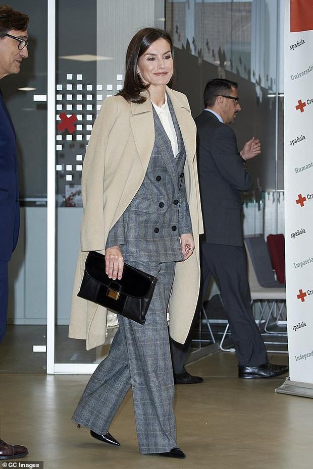 Học ngay 5 tuyệt chiêu diện suit từ nữ nhân mặc suit đẹp nhất giới Hoàng gia - Hoàng hậu Tây Ban Nha Letizia - Ảnh 9.
