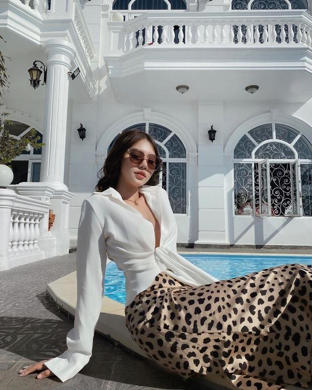 Độ sexy thì có thể ngang ngửa nhưng xét về độ chịu chi khi vung gần 7 tỷ mua phụ kiện thì Ngọc Trinh chặt đẹp Jun Vũ - Ảnh 10.