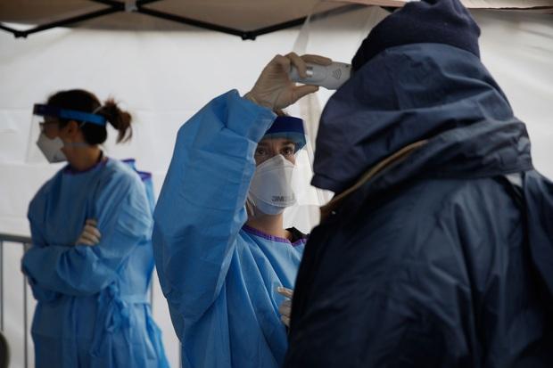 Mỹ ghi nhận hơn 2400 người thiệt mạng vì nhiễm Covid-19 trên khắp cả nước, chỉ còn lại 2 tiểu bang chưa có ca tử vong - Ảnh 1.