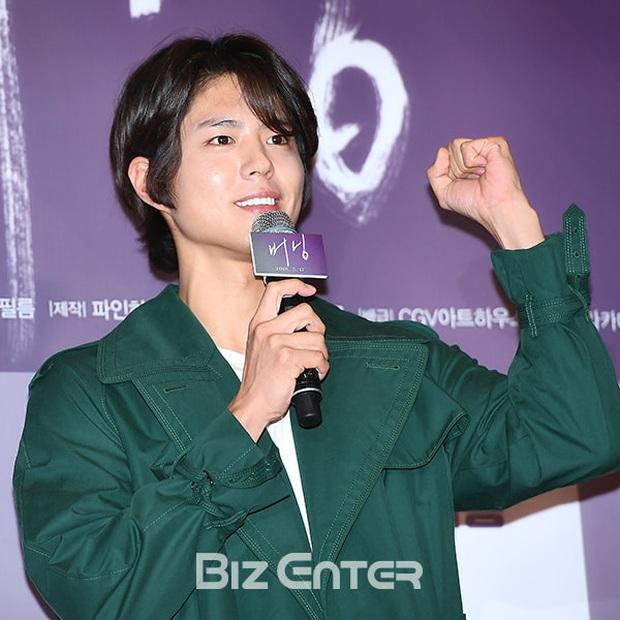 Khi tài tử cực phẩm phải bó tay vì tóc khó đỡ: Song Joong Ki - Hyun Bin hóa thím, ngã ngửa khi kéo đến Park Seo Joon - Ảnh 17.