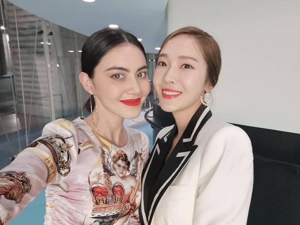 Có 1 mỹ nhân Thái selfie với cả quân đoàn sao thế giới, ai dè chặt chém từ hội Kendall đến dàn nữ thần Hoa, Hàn, Việt - Ảnh 6.