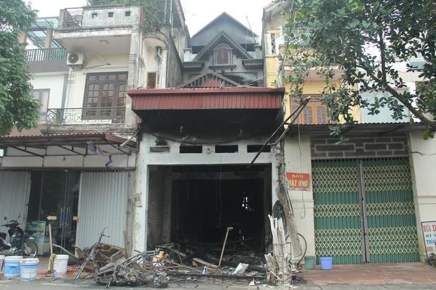 Vụ anh ruột tưới xăng đốt nhà em gái ở Hưng Yên: Cháu bé 8 tuổi là nạn nhân thứ 4 đã không qua khỏi do vết thương quá nặng - Ảnh 1.