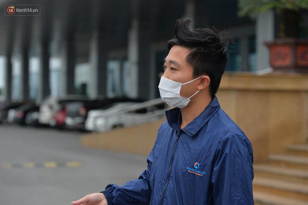 Bệnh nhân 24 rơm rớm nước mắt trong ngày khỏi bệnh: Tôi từng nghĩ mình đã cận kề cái chết, nhưng các bác sĩ Việt Nam đã cứu tôi - Ảnh 6.