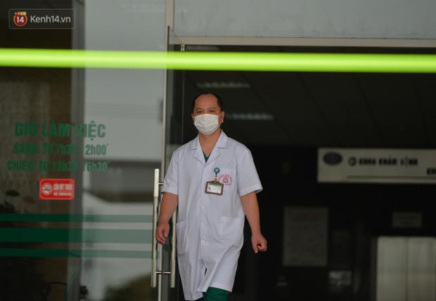 Bệnh nhân 24 rơm rớm nước mắt trong ngày khỏi bệnh: Tôi từng nghĩ mình đã cận kề cái chết, nhưng các bác sĩ Việt Nam đã cứu tôi - Ảnh 7.