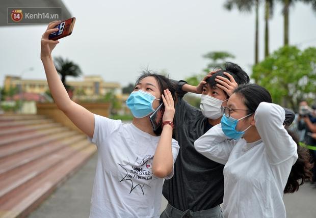 Bệnh nhân 24 rơm rớm nước mắt trong ngày khỏi bệnh: Tôi từng nghĩ mình đã cận kề cái chết, nhưng các bác sĩ Việt Nam đã cứu tôi - Ảnh 5.