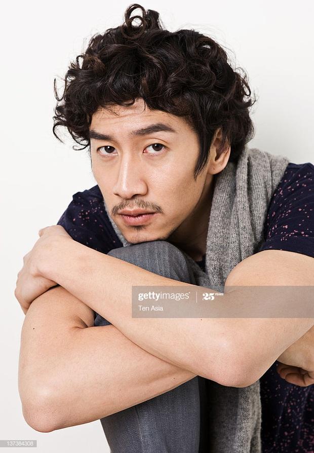 Khi tài tử cực phẩm phải bó tay vì tóc khó đỡ: Song Joong Ki - Hyun Bin hóa thím, ngã ngửa khi kéo đến Park Seo Joon - Ảnh 18.