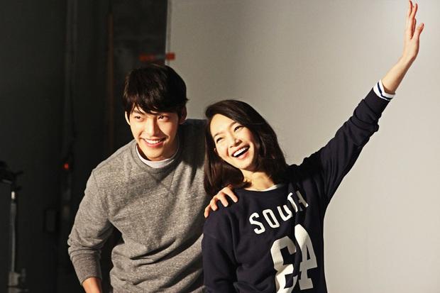 Hẹn hò được 5 năm, động thái mới nhất của Shin Min Ah vô tình hé lộ mối quan hệ hiện tại với Kim Woo Bin - Ảnh 4.