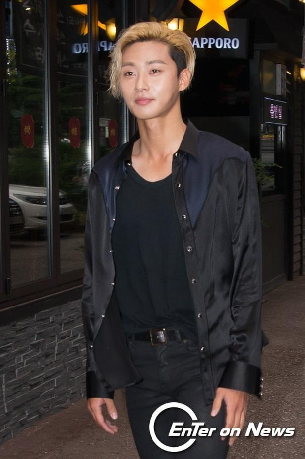 Khi tài tử cực phẩm phải bó tay vì tóc khó đỡ: Song Joong Ki - Hyun Bin hóa thím, ngã ngửa khi kéo đến Park Seo Joon - Ảnh 9.