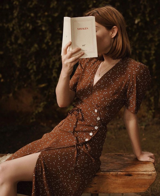Thần chú sang chảnh hóa phong cách của phụ nữ Pháp chính là váy áo cổ V: Bạn diện theo là lên đời style tức thì - Ảnh 12.
