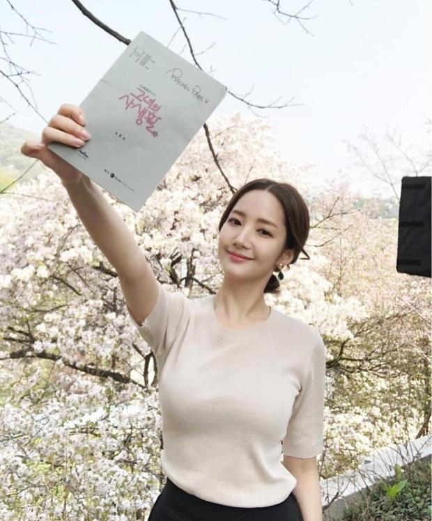Lên đồ đỉnh cao phải như Park Min Young: Diện toàn đồ kín mà vẫn khéo khoe body chuẩn từng milimet mới tài - Ảnh 5.