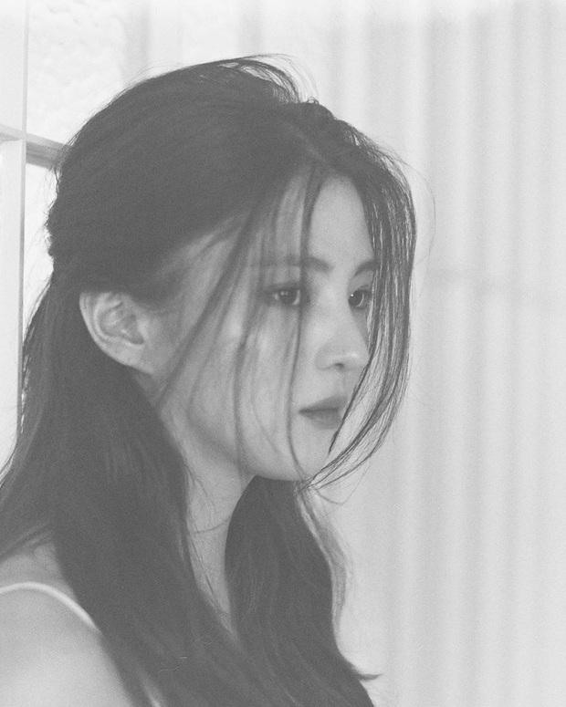 """""""Bản sao"""" của Song Hye Kyo - Han So Hee lộ ảnh nổi loạn thời quá khứ nhưng phản ứng của Knet độc miệng mới bất ngờ - Ảnh 7."""