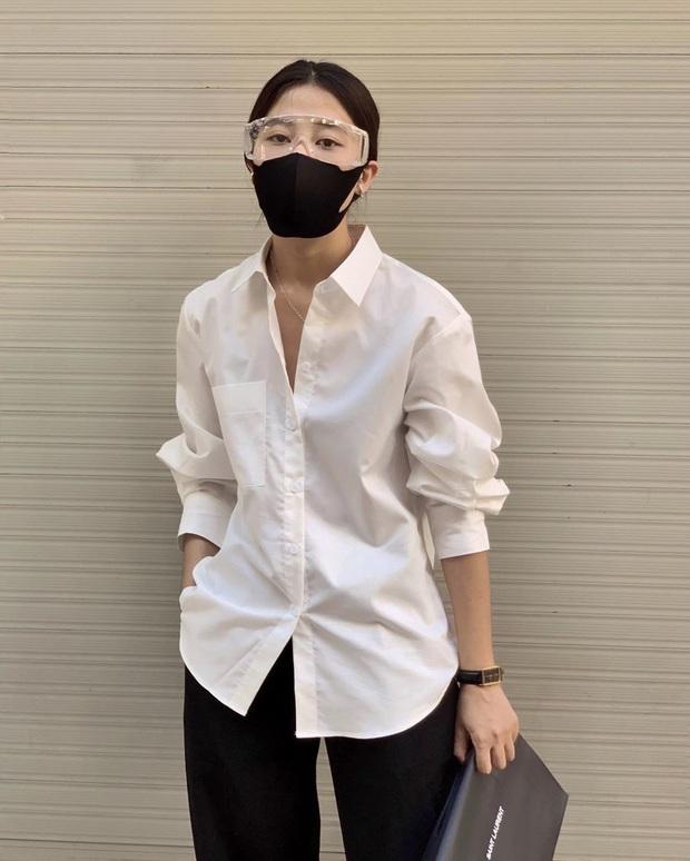 """Muôn kiểu lên đồ của hội gái xinh mùa dịch: Người sống ảo tại gia, người khoe street style khá """"rén"""" - Ảnh 8."""