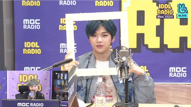 """Kang Daniel thử thách Yoon (WINNER) với vũ đạo """"2U"""", tiết lộ nguồn cảm hứng ẩn sau album mới và thực hiện hàng loạt hành động đáng yêu khiến fan tan chảy - Ảnh 10."""