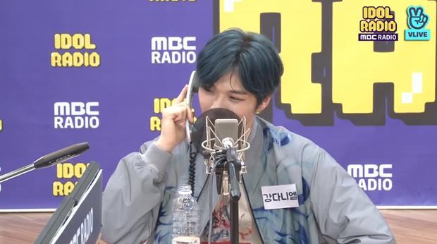 """Kang Daniel thử thách Yoon (WINNER) với vũ đạo """"2U"""", tiết lộ nguồn cảm hứng ẩn sau album mới và thực hiện hàng loạt hành động đáng yêu khiến fan tan chảy - Ảnh 11."""