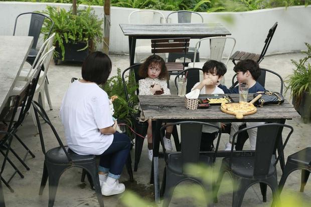 Cam, Xoài, Đậu ngơ ngác khi để cún con làm vỡ cốc nước, ăn cả bánh pizza của cả 3 - Ảnh 7.